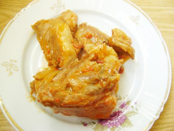 Мясо нутрии в томатном соусе