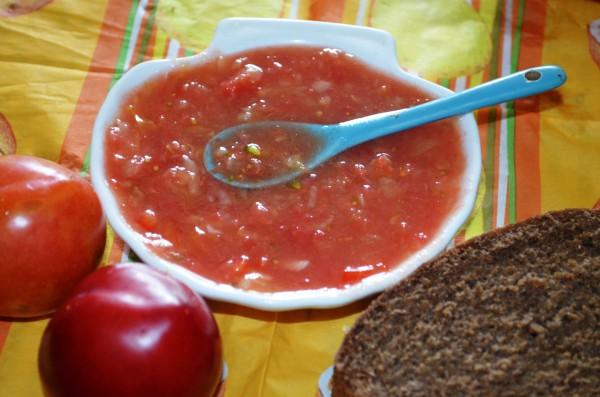 Аджика из помидоров и слив без варки