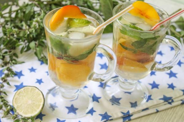 Безалкогольный персиковый мохито