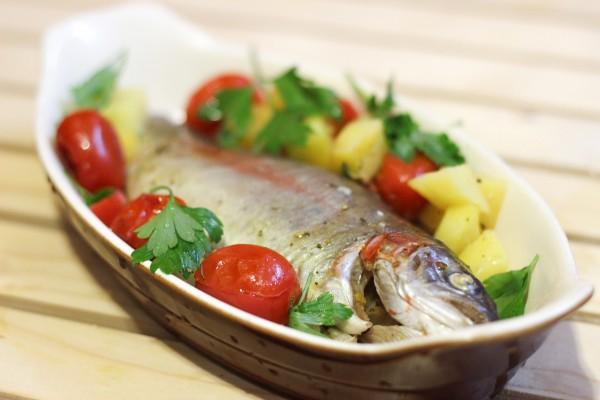 Форель с овощами в духовке