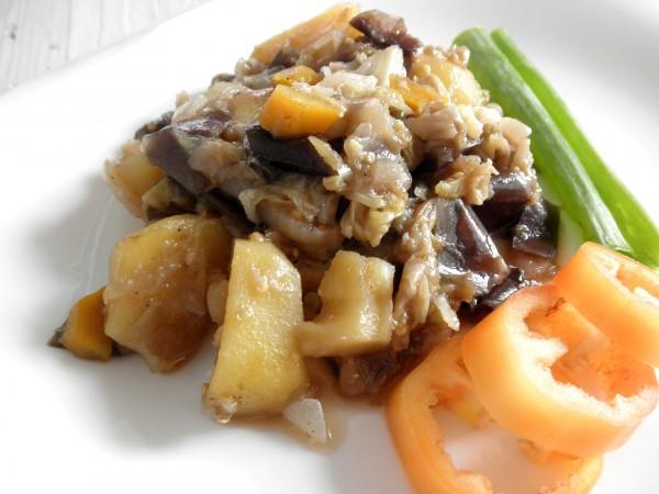 Овощное рагу с капустой и баклажанами