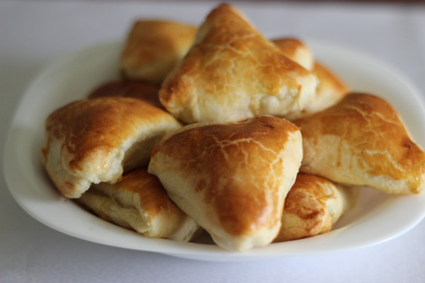 Пирожки с мясом из слоеного теста в духовке