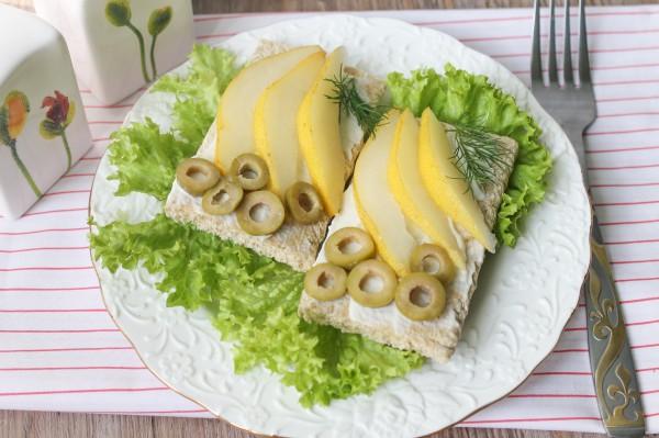 Бутерброды с грушей и сливочным сыром