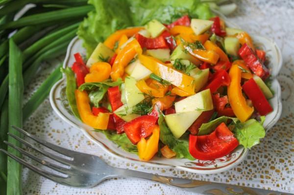 Салат с болгарским перцем и яблоком