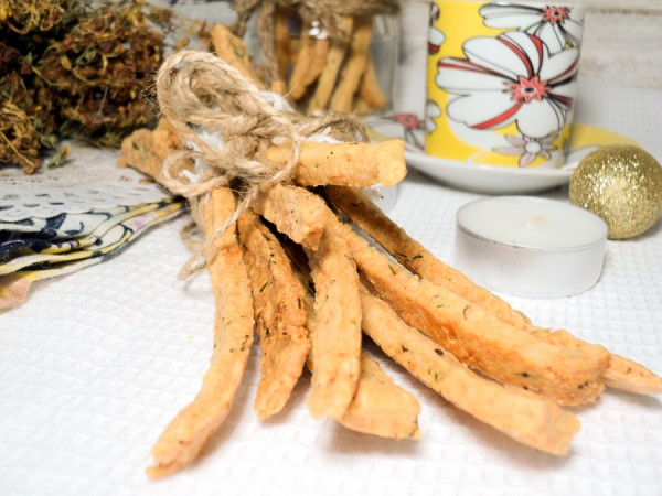 Сырные палочки с паприкой и укропом