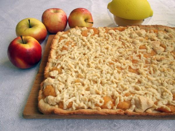Пирог с яблоками и лимоном