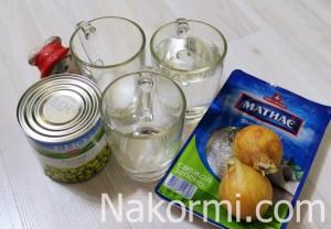 salat-s-seledkoj-marinovannym-lukom-i-goroshkom2-300x208.jpg