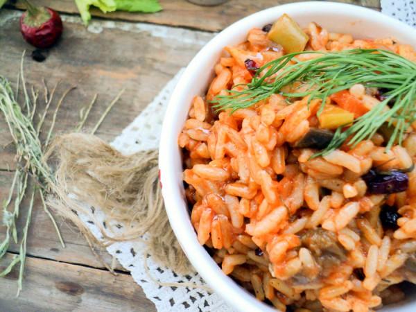 Рис с овощами в остром томатном соусе