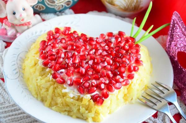 Салат Гранатовое сердце с курицей