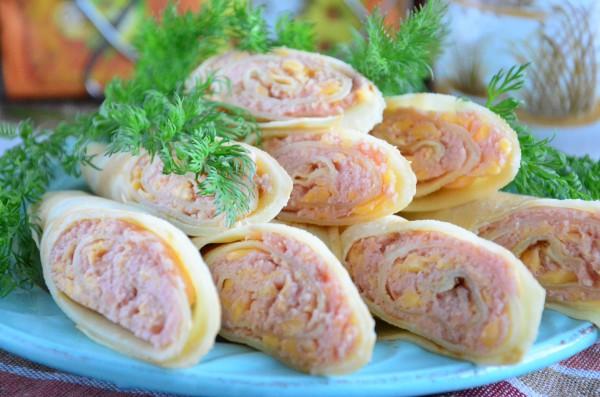 Блинчики с сосисками, сыром и горчицей