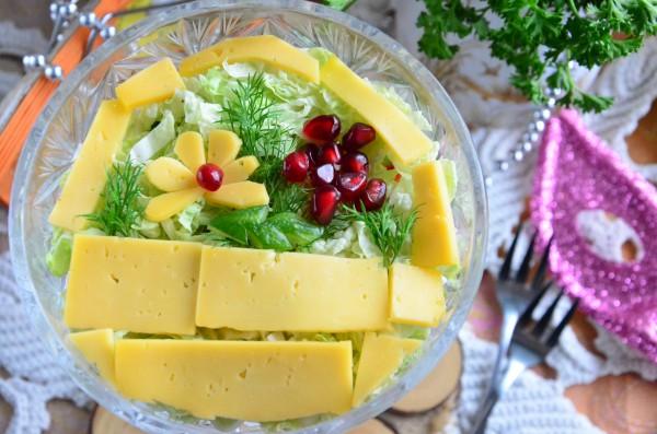 Салат Лукошко с вяленой белой рыбой и овощами