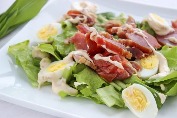 Салат с черемшой и перепелиными яйцами