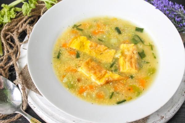 Кукурузный суп с черемшой и омлетом