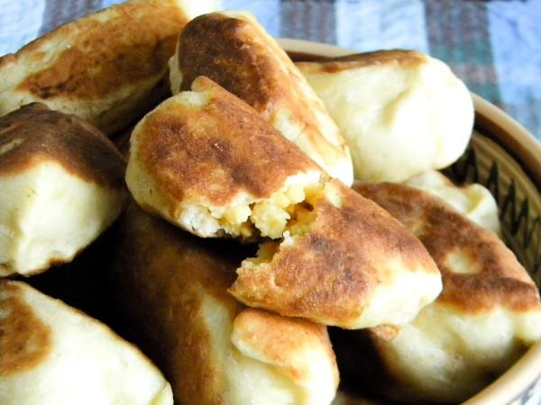 Пирожки с горохом, жаренные на сковороде
