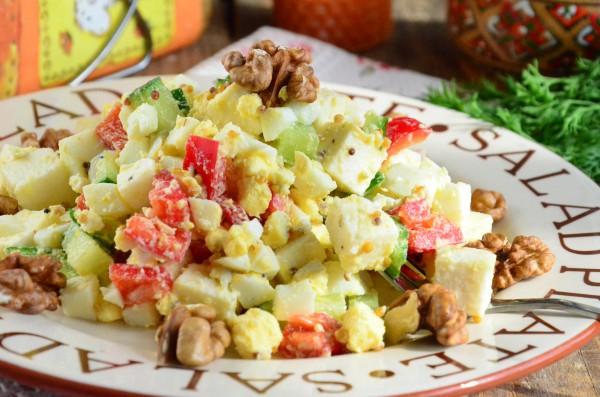 Салат с брынзой и французской горчицей