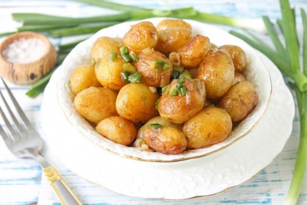 Обжаренный молодой картофель