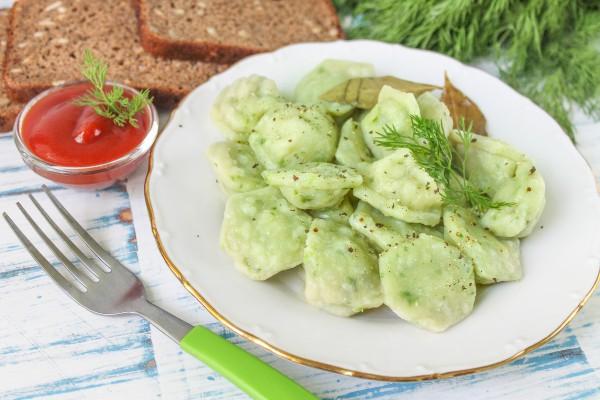 Пельмени из свинины с зеленым луком