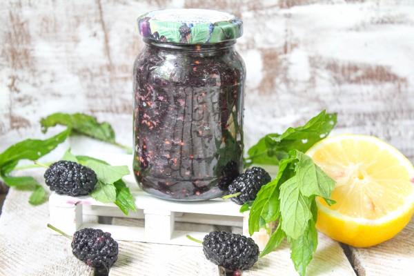 Шелковица, протертая с сахаром на зиму