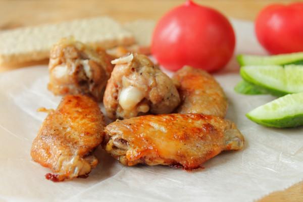 Запеченные куриные крылышки в соевом соусе в мультиварке
