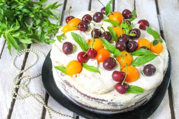 Бисквитный торт с безе и сметанным кремом