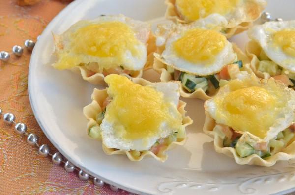 Тарталетки с семгой и перепелиными яйцами