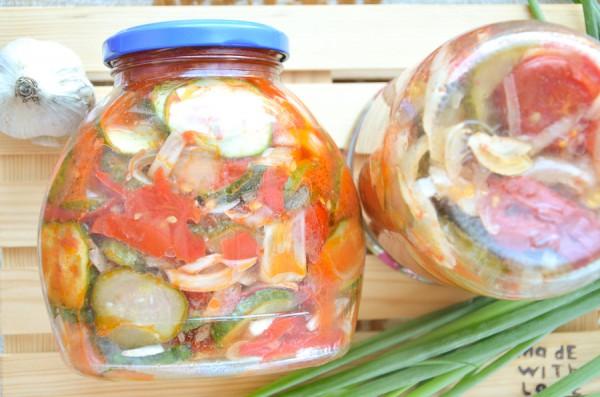 Салат из помидоров, огурцов и лука на зиму