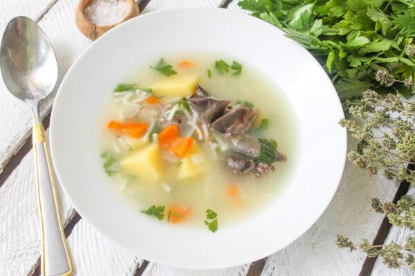 Суп из кроличьих субпродуктов и вермишели