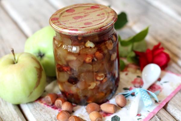Варенье из яблок с фундуком
