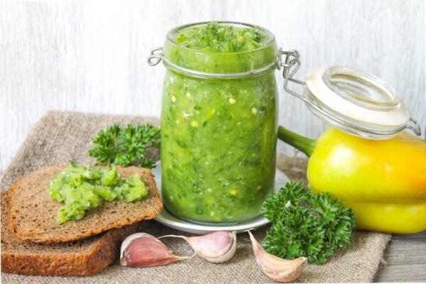 Зеленая аджика из болгарского перца