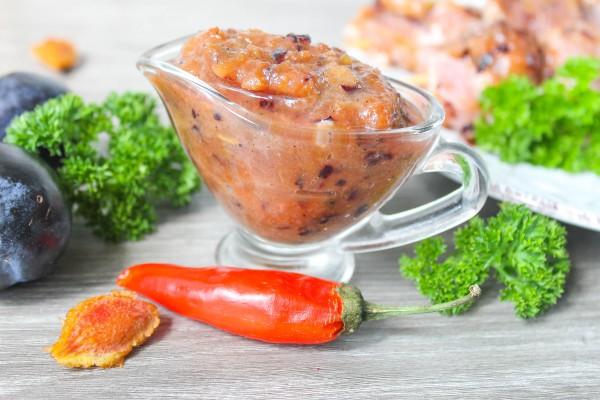 Маринад из слив и томатной пасты