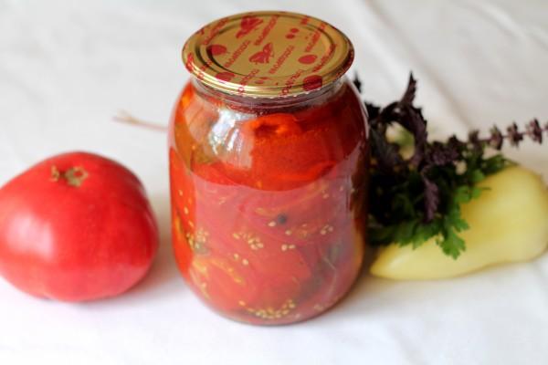 Салат из помидоров с перцем и базиликом на зиму