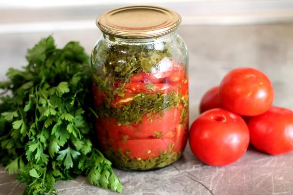 Салат из помидоров с зеленью на зиму