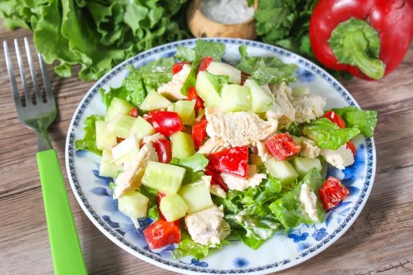 Салат из куриного филе и болгарского перца
