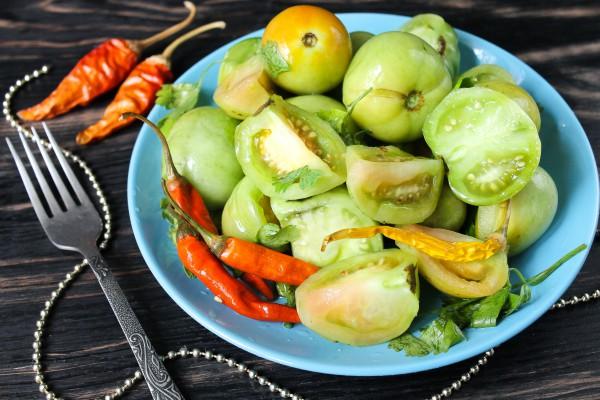 Соленые зеленые помидоры на зиму холодным способом