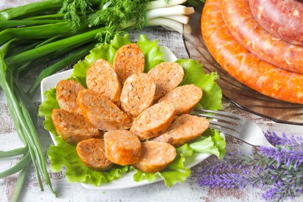 Острая куриная колбаса с паприкой