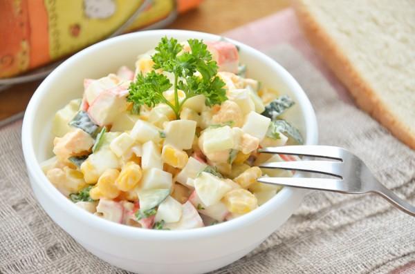 Салат с крабовыми палочками за 10 минут