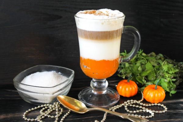 Тыквенный латте макиато из растворимого кофе