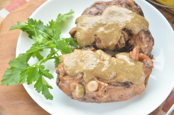 Бедрышки, тушенные в ореховом соусе