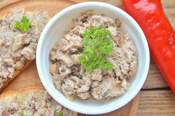 Рийет из свинины с грибами и луком