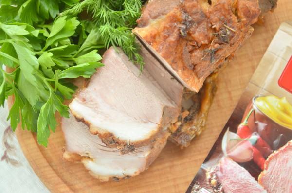 Свиная лопатка, запеченная в духовке в фольге