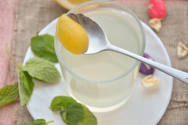 Антипростудный чай с лимоном, имбирем и мятой