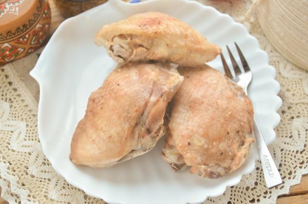 Куриные бедра в кефире в пароварке