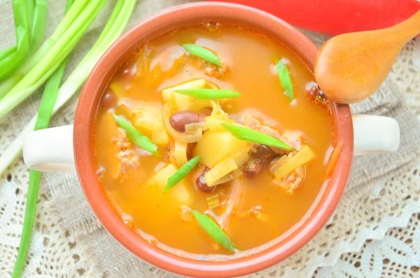 Суп-гуляш с говядиной и фасолью