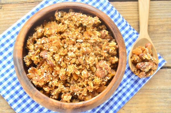 Гранола с орехами и медом
