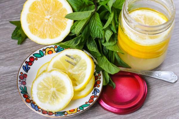 Лимоны с сахаром в банке