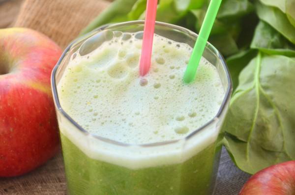 Зеленый детокс с яблоками и шпинатом