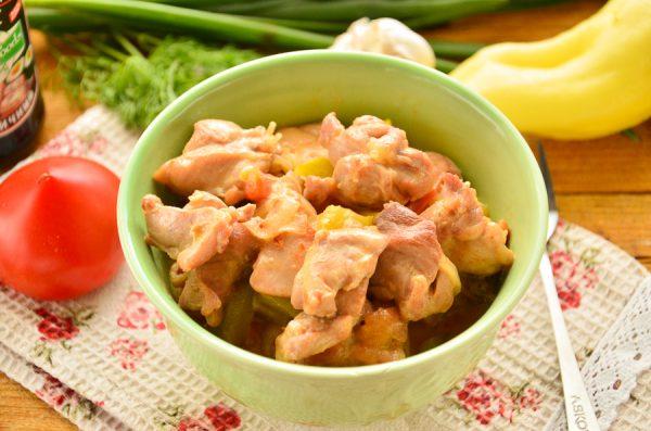 Курица, тушенная с овощами в сметане
