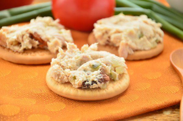 Паштет из курицы с грецкими орехами и соленым огурцом