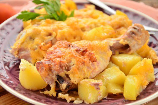 Куриные голени, запеченные с картофелем