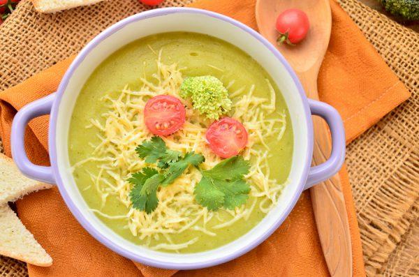 Крем-суп с цветной капустой, брокколи и сыром